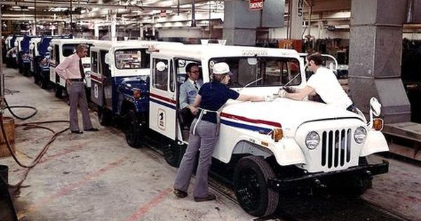 Am General Jeep Dj 5c 1974 The Jeep Dj Series Or Dispatcher Jeep Was Manufactured From 1955 1970 By Kaiser Then From Carros Y Camionetas Jeep Jeep Antiguo