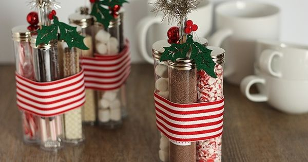 Homemade Christmas Gift Idea: Hot Chocolate Kits! This is a cute idea!