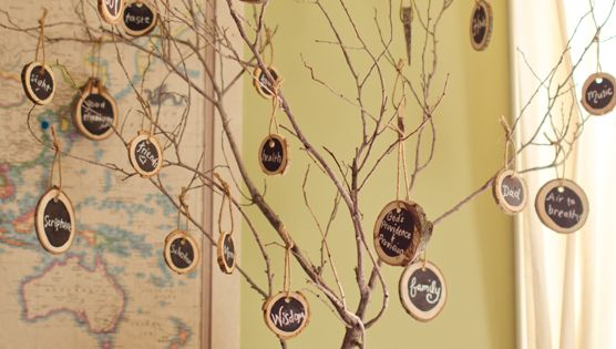 The Thankful Tree ( made with wooden chalkboard tags) DIY Crafts
