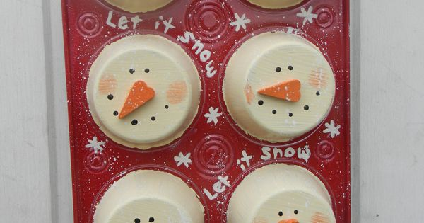 Christmas Snowman Muffin Tin Wall Hanging - an old, ugly muffin tin