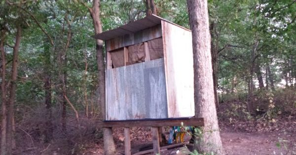 Deer blind made using repurposed pallets and old barn for Deer stand made from pallets