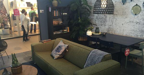Supermooie kleur muur histor denim en tof behang het geheel mag iets lichter en een groen - Groen hoofdbord ...