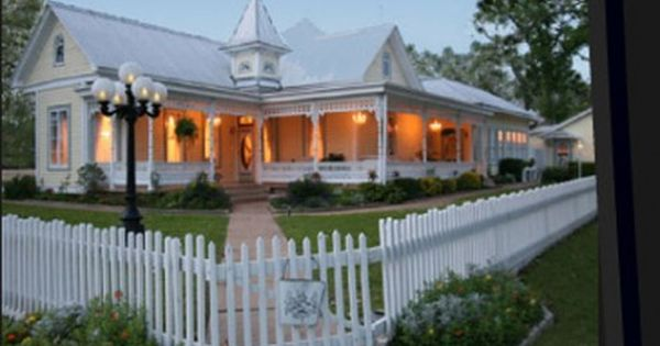 Victorian Mansion Fredericksburg Tx Mansions Bed And Breakfast