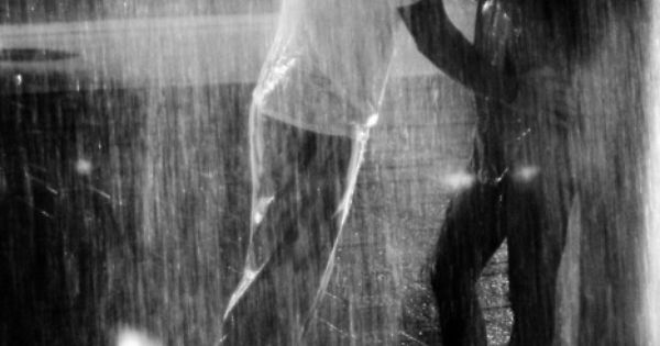 kiss me in the pouring rain... ♥