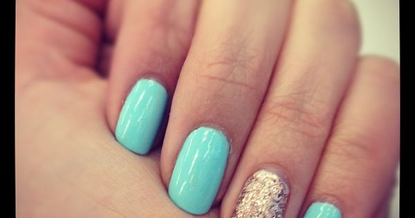 It's one of my favorite nails art! Ring Finger Manicure!
