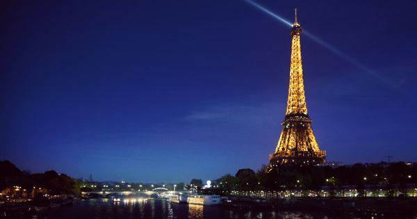 Bing Image 30-Mar-12 (Eiffel Tower, Paris, France)