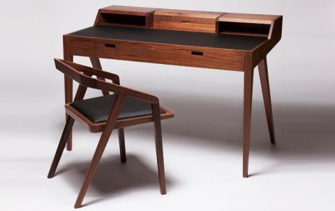 Graziler Schreibtisch Aus Edlen Holzern Schoner Wohnen Schreibtisch Holz Schreibtischideen Hausmobel