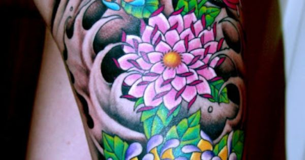 Color Just Pops On This Sexy Thigh tattoo