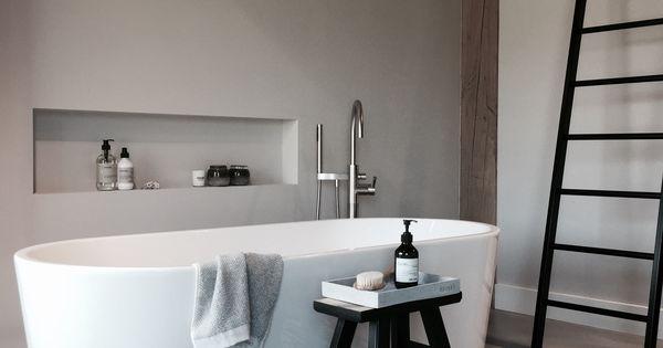 Nis in de muur voor stijlvolle opbergruimte losstaand bad landelijke stijl in de badkamer - Decoratie interieur trap ...