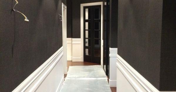 Friso lacado blanco y papel pintado en paredes pintura y for Papel pintado coruna