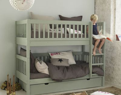 Nice idea for a boys bedroom! Love the color!