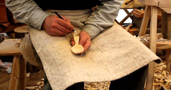 Very cool approach to wood spoon carving