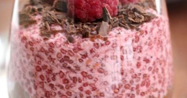 This chocolate and raspberry chia seed pudding looks so yummy!