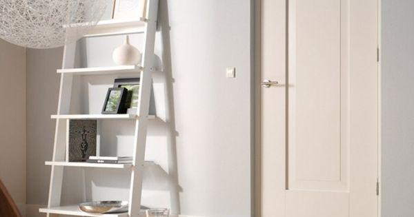 Muur Kleur Grijs Gestreepte Witte : mooi licht grijs op muur met witte ...