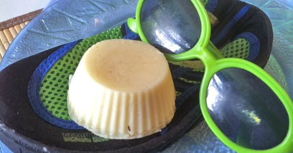 Homemade sunscreen bars - amazing! This whole site ROCKS for ideas like