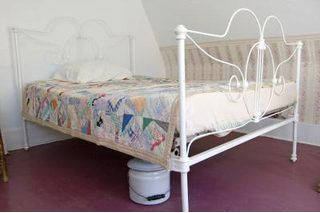 How To Refinish An Iron Bed Ehow Iron Bed Frame Antique Iron Beds Iron Bed