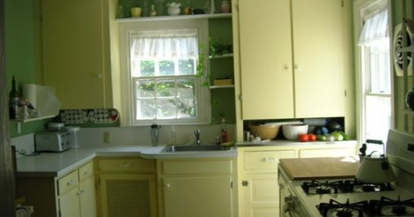 Kitchen cabinet hardware in 1930s kitchen 1930s style for 1930 style kitchen cabinets
