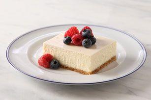 How To Make Philadelphia Cheesecake Cheesecake Recipes Kraft Recipes Sour Cream Cheesecake