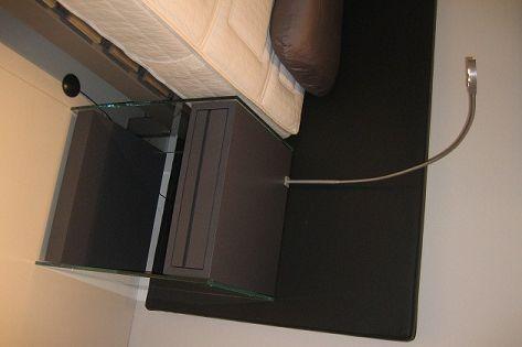 Swissflex glazen nachttafel met led leeslamp de vrijstaande en elegante glazen nachttafel is - Glazen hoofdbord ...