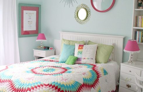 Love the wall color!! Craft-O-Maniac: 4 Tips to Decorate a Teen Girl's