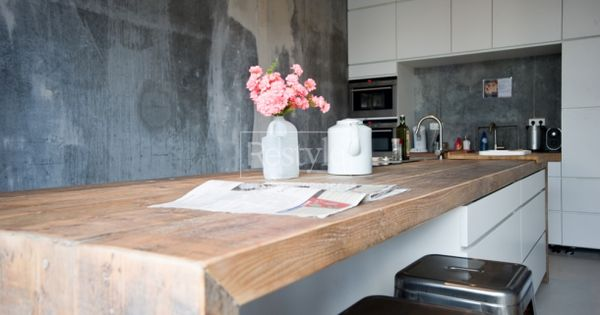 Interieuridee n wit beton en hout strak keukeneiland door bloemkool keukens pinterest - Witte keuken en hout ...