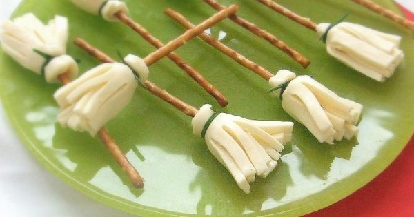 witchbrooms 16 HEALTHY halloween treat ideas. Moms must pin this. Sooo cute!