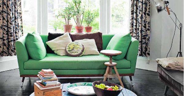 love the green couch lounge ideas pinterest runde tische fu b den und gr nes sofa. Black Bedroom Furniture Sets. Home Design Ideas