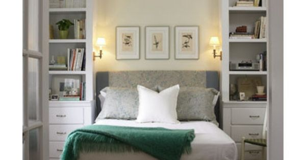 kleine schlafzimmer gr er aussehen bett traditionell regale schlafzimmer pinterest. Black Bedroom Furniture Sets. Home Design Ideas