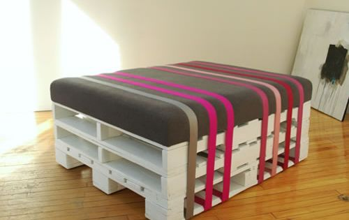 Wood pallet ottoman --> DIY SprayPaint Crafty Decor