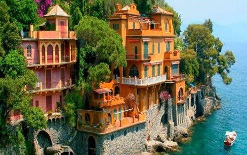 Villas near Portofino, Italy. Only in a dream would I live here!