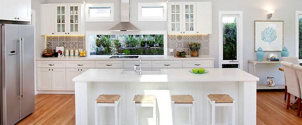 If you love a relaxed beachy atmosphere a Hampton style kitchen