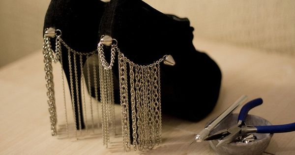 cool idea, not sure if its practical.. DYI: Chain Curtain Heels