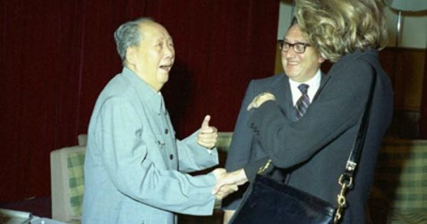 Mao Laughs At The Height Of Nancy Kissinger S Wife Next To His