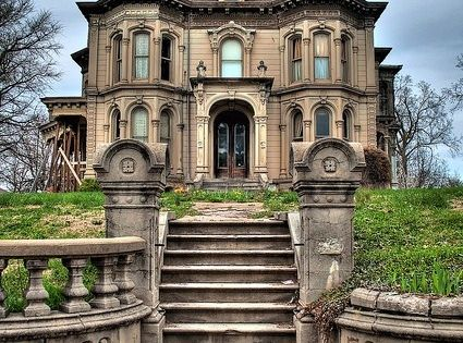 Abandoned home in Kansas City. What are people thinking??