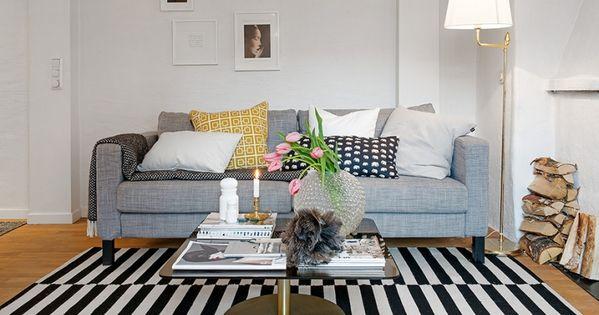 table basse scandinave en laiton canap droit gris tapis. Black Bedroom Furniture Sets. Home Design Ideas