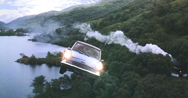 Flying Ford Anglia The Brain Child Of The Muggle Obsessed Collector Arthur Weasley The Flying Ford Anglia Is A Respectable Muggle Wizard Hybrid Mod Inspiracao
