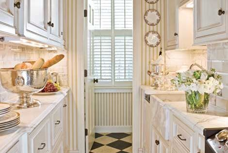 Great little kitchen!  SMALLl SPACE  Pinterest  흰색 부엌, 부엌 및 인테리어