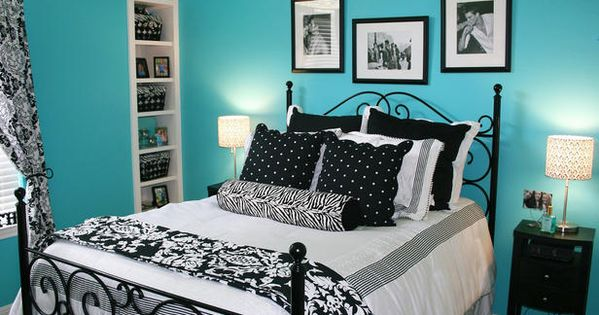 Another cute teen bedroom. Black and white with tiffany blue walls