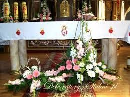 Bukiety Z Mieczykow Do Kosciola Cerca Con Google Altar Arrangement Church Flowers Flower Arrangements