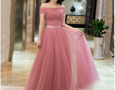 Pin By Mom Made Chic Fashion Tips F On Bridesmaid Gowns Tulle Prom Dress Evening Dress Fashion Elegant Prom Dresses