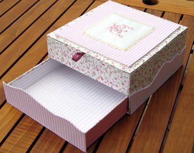 Une jolie boite en cartonnage avec le tuto tuto for Jolie boite a couture