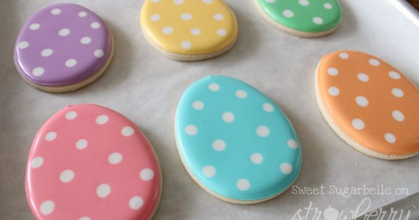 Polka dot Easter egg cookies