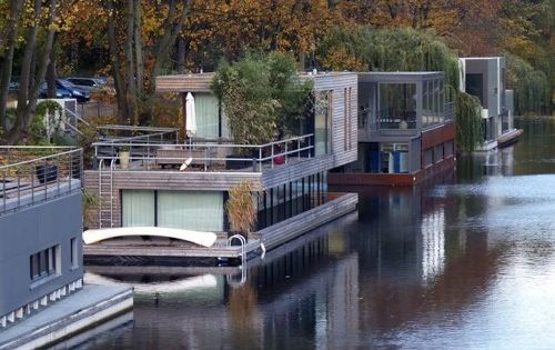 floating home community in hamburg home on the water pinterest home floating homes and. Black Bedroom Furniture Sets. Home Design Ideas
