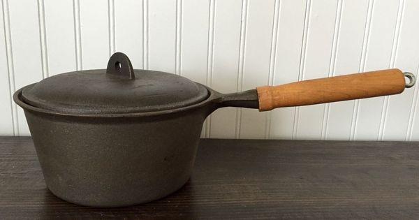 Vintage Cast Iron Cookware Taiwan Sauce Pan With Lid 2 Qt Wooden Handle Hangable Vintage Cast Iron Cookware Cast Iron Cookware Wooden Handles
