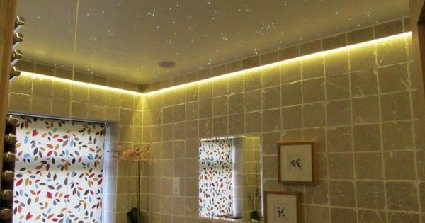 un bagno illuminato con la luce dorata di una striscia led bianco caldo strisce led pinterest led