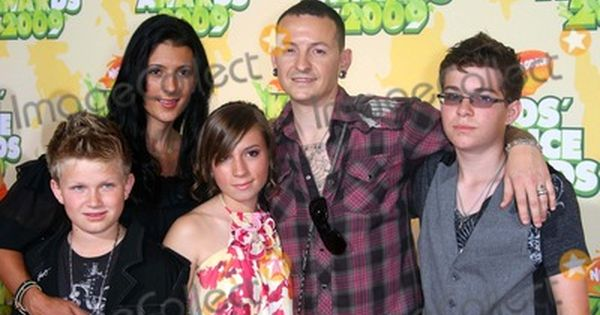 Chester Bennington Family Photos And Pictures Chester