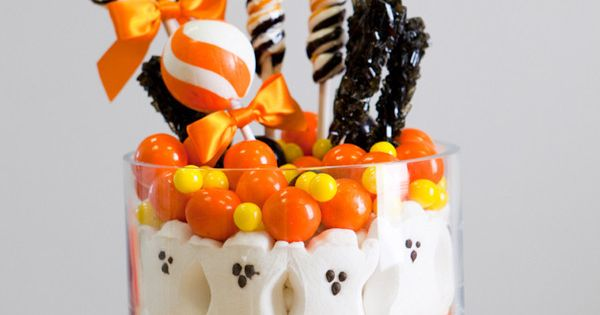 5 Frightfully Fast Halloween Decorations | DIY table centerpiece - ghost peeps,