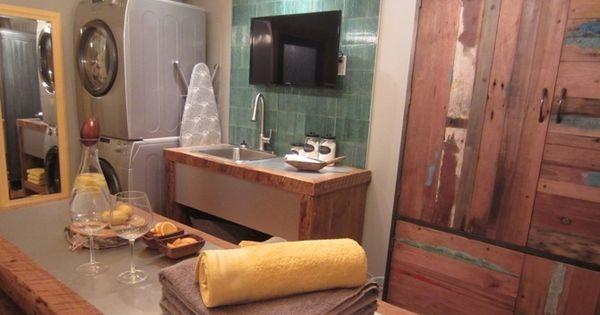 La salle de lavage d 39 ana s favron marie christine lavoie for Chaise salle a manger jc perreault