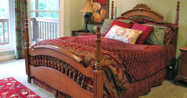 Lexington Victorian Sampler Collection Queen Spindle Bed
