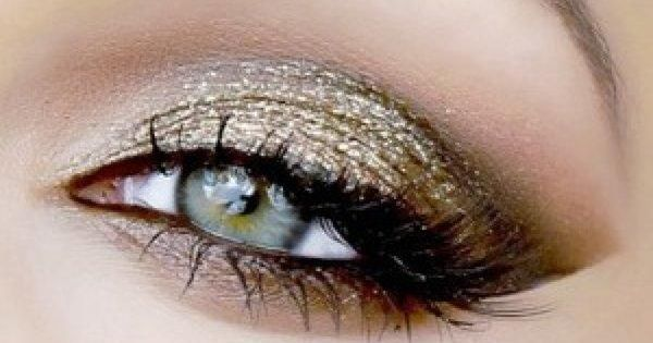 """Green eye makeup. This is a inspirational pinned to my board """"For"""